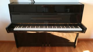 Piano de pared Petrof mod. Grand Prix. Impecable.