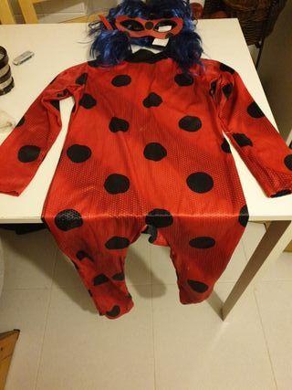 Ladybug. Disfraz con peluca.