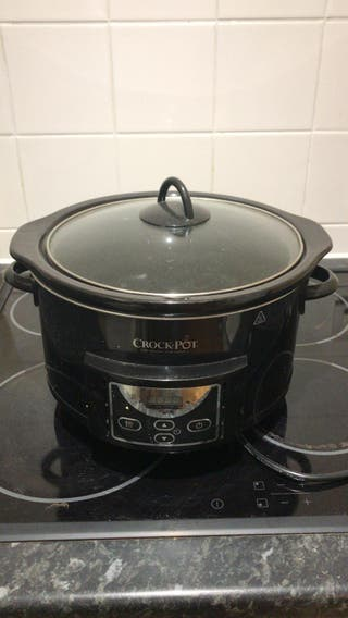 Crock-Pot 4.7L Hinged Lid Digital Slow Cooker