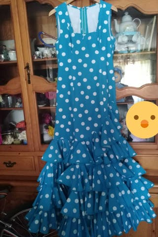 traje de flamenca azul con lunares