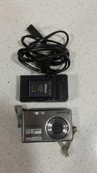 Camara Nikon S700