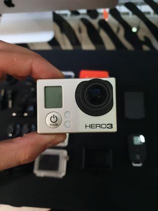 GoPro HERO 3 Black edition (con accesorios)
