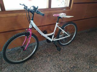 Bicicleta de niña 24 pulgadas.