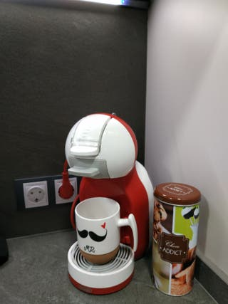 cafetera Dolce gusto + capsulas