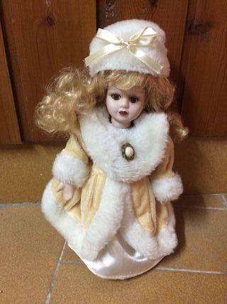 Muñeca rusa de porcelana