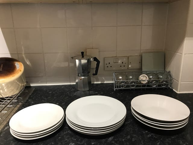 Set of 4x3 dinner plates white