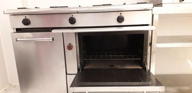 Cocina industrial de gas con horno