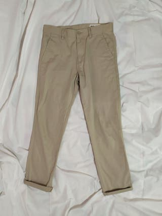pantalones chinos beige