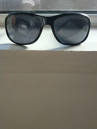 gafas negras guess