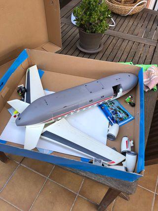 Avion y volcán de playmobil