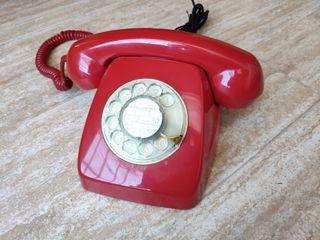 Teléfono antiguo heraldo rojo