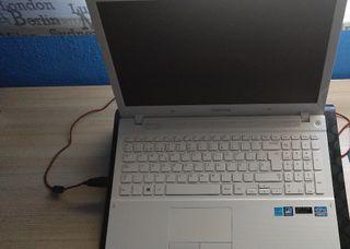 """Vendo portátil Samsung 15'6"""" HD en muy buen estado"""