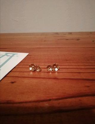 Pendientes dorados doble flor