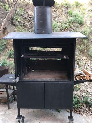 Barbacoa familiar con chimenea y armario para leña
