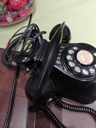 Teléfono antiguo de vaquelita