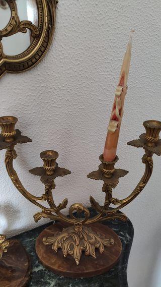 2 Candelabros y un reloj de bronce vintage