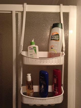 Accesorio estante baño.