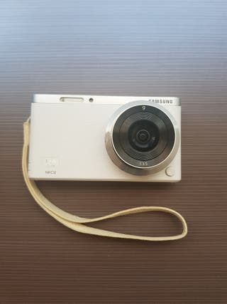 Cámara digital Samsung NX Mini blanca