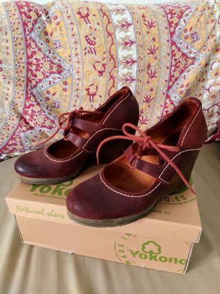 Zapatos cuña de piel. Color Rojo teja 38