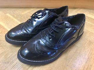 Zapatos acordonados negros