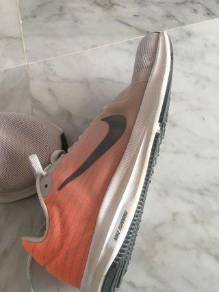 Zapatillas NIKE running A ESTRENAR. Con caja