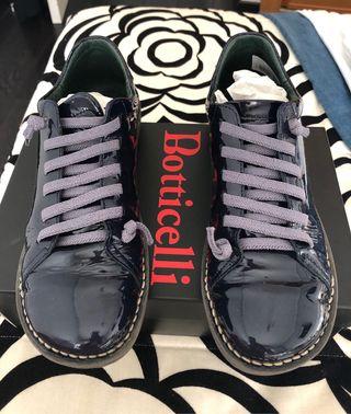 Zapatillas charol azul marino 38
