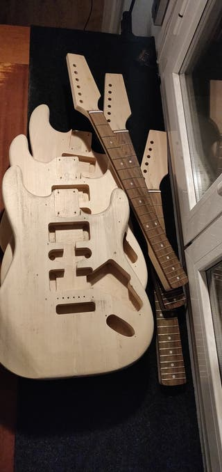 Cuerpos y mástiles de guitarra tipo Fender Strato