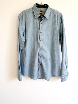 Lucky de Luca/ Camisa azul con puños verdes T L