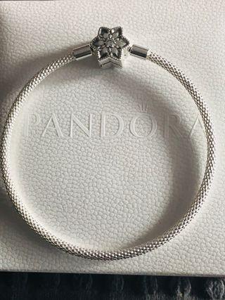 Pulsera Pandora nueva talla 19