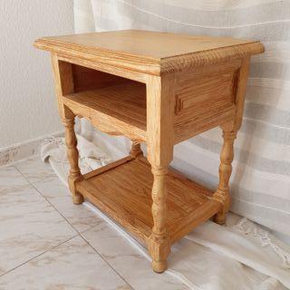 Mesilla en madera maciza de pino de veta.