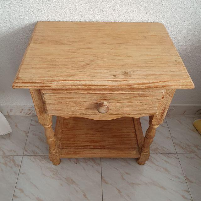 Mesilla con 1 cajón en madera maciza de pino