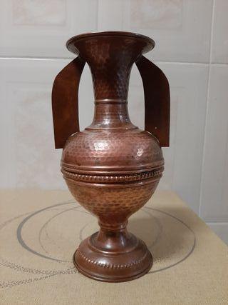 jarrón de cobre