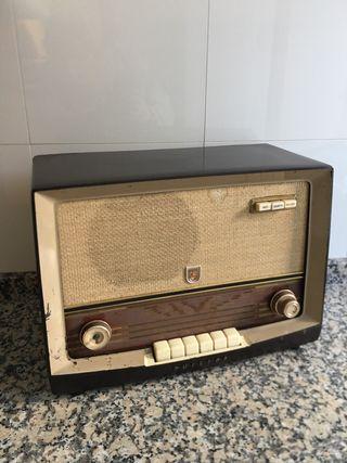 Radio antigua marca PHILLIPS