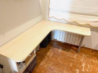 Mesa escritorio color madera claro y azul