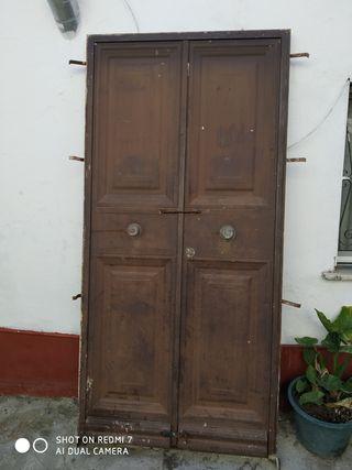 puerta de entrada de calle