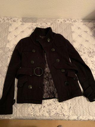 Abrigo corto negro con cinturón talla s