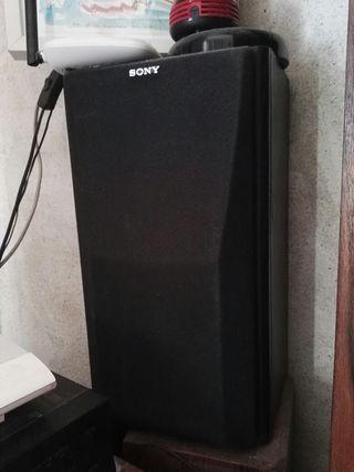 Amplificador y par de altavoces.