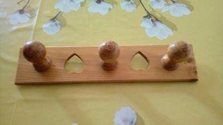 Percha de madera