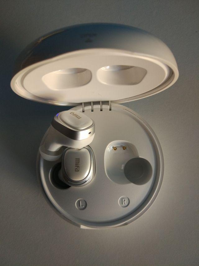 Auriculares inalámbricos con caja de carga