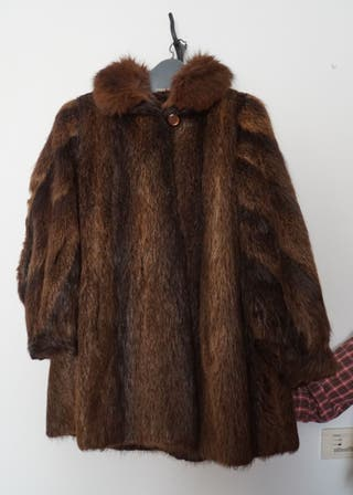 Abrigo corto de piel de Nutria natural