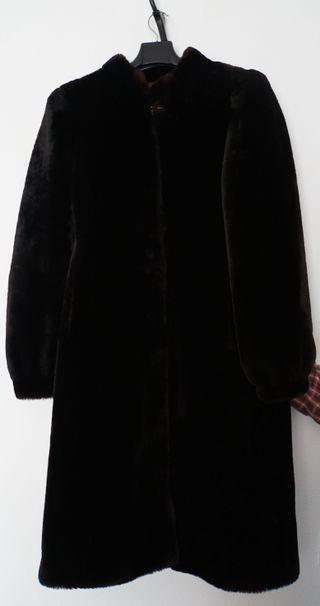 Abrigo largo de piel de Mutón negro