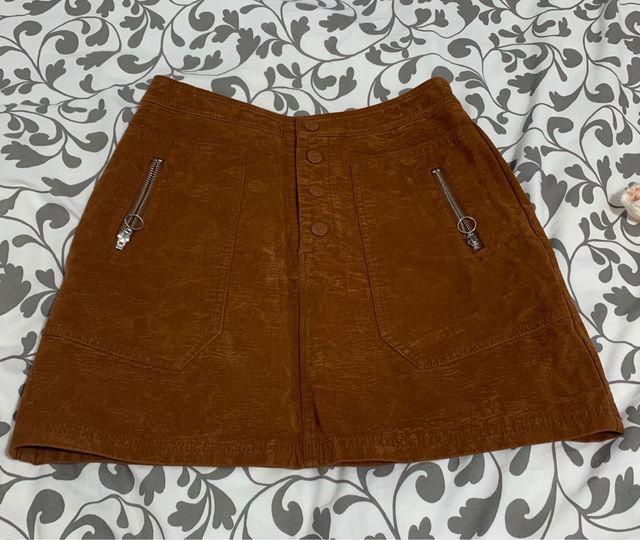 Falda con botones marrón