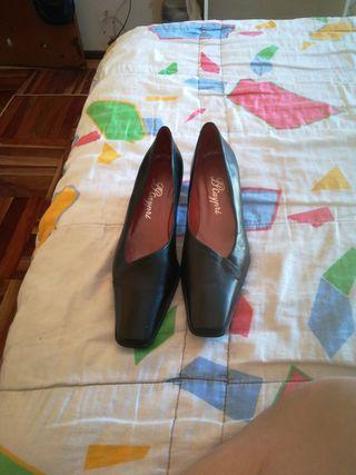 vendo, zapatos de señora, color