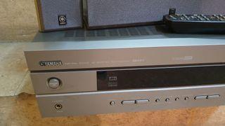 Amplificador Yamaha.