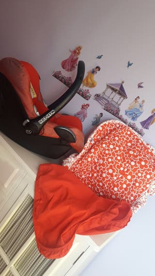 Maxicosi o silla coche Grupo 0 con saco y capota.C