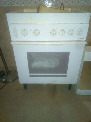 Horno de cocina con mueble