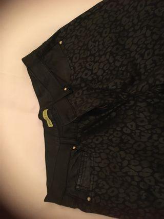 Pantalón. Firma versace negro mujer