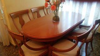 Conjunto de mesa y seis sillas