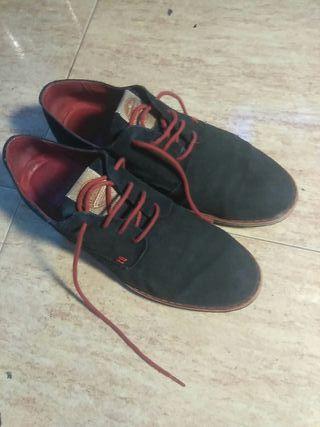 Zapatillas ante azul oscuro