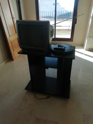 Televisión con mueble